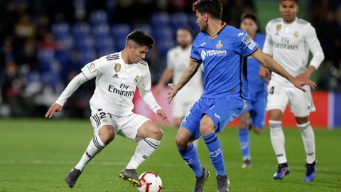<p>               Real Madrid's Brahim Diaz, left, goes for the ball against Getafe's Leandro Daniel Cabrera during a Spanish La Liga soccer match between Getafe and Real Madrid at the Alfonso Perez stadium in Getafe, Spain, Thursday, April 25, 2019. (AP Photo/Bernat Armangue)             </p>