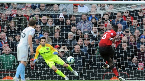 <p>               Manchester United's Paul Pogba scores his side's second goal from the penalty spot past West Ham goalkeeper Lukasz Fabianski, center, during the English Premier League soccer match between Manchester United and West Ham United at Old Trafford in Manchester, England, Saturday, April 13, 2019. (AP Photo/Rui Vieira)             </p>