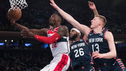 <p>               Washington Wizards forward Jeff Green (32) goes to the basket past New York Knicks center Mitchell Robinson (26) and forward Henry Ellenson (13) during the first half of an NBA basketball game, Sunday, April 7, 2019, at Madison Square Garden in New York. (AP Photo/Mary Altaffer)             </p>