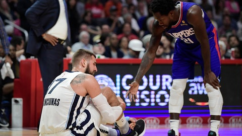 <p>               Los Angeles Clippers guard Patrick Beverley, right, offers to help up Memphis Grizzlies center Jonas Valanciunas after Valanciunas was hurt during a play during the second half of an NBA basketball game, Sunday, March 31, 2019, in Los Angeles. The Clippers won 113-96. (AP Photo/Mark J. Terrill)             </p>