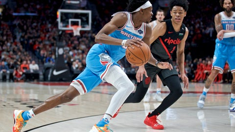 <p>               Sacramento Kings guard De'Aaron Fox, left, drives to the basket in front of Portland Trail Blazers guard Anfernee Simons during the first half of an NBA basketball game in Portland, Ore., Wednesday, April 10, 2019. (AP Photo/Craig Mitchelldyer)             </p>