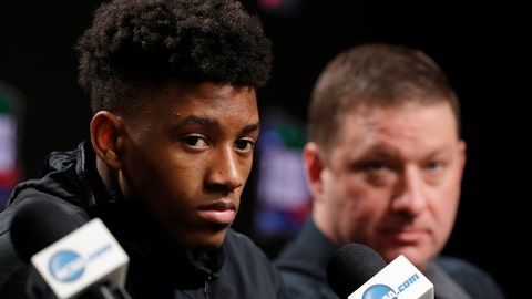 <p>               Texas Tech's Jarrett Culver, left, and head coach Chris Beard questions during a news conference for the championship of the Final Four NCAA college basketball tournament, Sunday, April 7, 2019, in Minneapolis. Texas Tech will play Virginia on Monday for the national championship. (AP Photo/Charlie Neibergall)             </p>