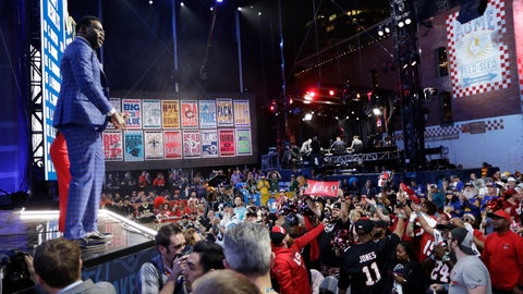 <p>               Former Dallas Cowboys player Michael Irvin speaks to fans during the third round of the NFL football draft, Friday, April 26, 2019, in Nashville, Tenn. (AP Photo/Mark Humphrey)             </p>