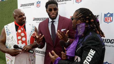 <p>               Vince Wilfork, left and DeAngelo Williams, right, speaks with Florida State defensive end Brian Burns on the red carpet ahead of the first round at the NFL football draft, Thursday, April 25, 2019, in Nashville, Tenn. (AP Photo/Steve Helber)             </p>