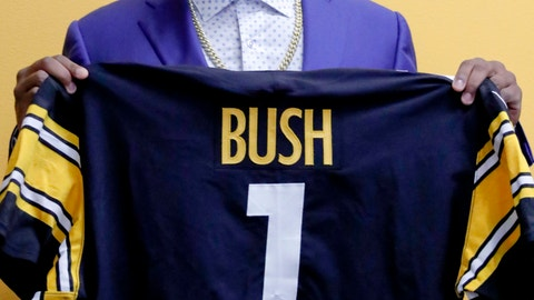 <p>               Pittsburgh Steelers first-round draft choice in the NFL Draft Devin Bush shows his draft day jersey after a news conference, Friday, April 26, 2019, in Pittsburgh. (AP Photo/Keith Srakocic)             </p>