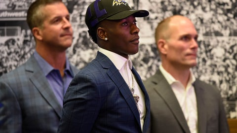 <p>               Baltimore Ravens NFL football first round draft pick Marquise Brown, center, stands with head coach John Harbaugh, left, and Executive Vice President/General Manager Eric DeCosta before being introduced to the media Friday, April 26, 2019, in Owings Mills, Md. (AP Photo/Gail Burton)             </p>