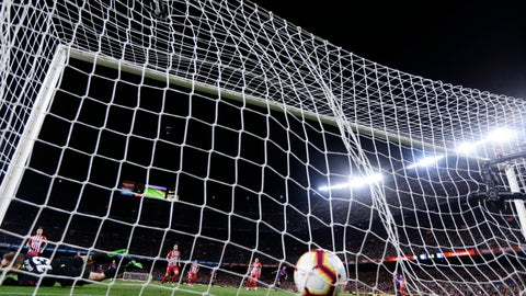 <p>               Atletico goalkeeper Jan Oblak, down left corner, fails to stop Barcelona forward Luis Suarez' shot on goal giving Barcelona a 1-0 lead during a Spanish La Liga soccer match between FC Barcelona and Atletico Madrid at the Camp Nou stadium in Barcelona, Spain, Saturday April 6, 2019. (AP Photo/Manu Fernandez)             </p>