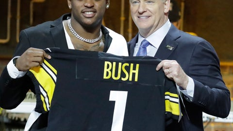 <p>               Michigan linebacker Devin Bush poses with NFL Commissioner Roger Goodell after the Pittsburgh Steelers selected Bush in the first round at the NFL football draft, Thursday, April 25, 2019, in Nashville, Tenn. (AP Photo/Steve Helber)             </p>