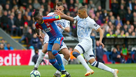 <p>               Crystal Palace's Wilfried Zaha, left, and Everton's Richarlison battle for the ball during their English Premier League soccer match at Selhurst Park, London, Saturday, April 27, 2019. (Isabel Infantes/PA via AP)             </p>