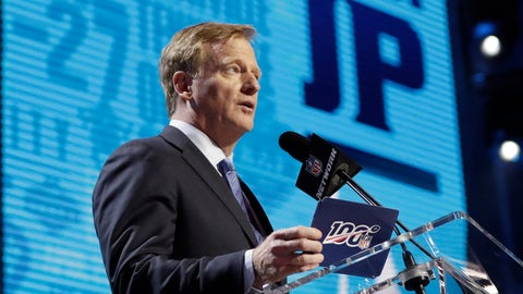 <p>               NFL Commissioner Roger Goodell announces that the Tennessee Titans selected Mississippi State's Jeffery Simmons during the first round at the NFL football draft, Thursday, April 25, 2019, in Nashville, Tenn. (AP Photo/Mark Humphrey)             </p>
