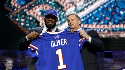 <p>               Houston defensive tackle Ed Oliver poses with NFL Commissioner Roger Goodell after the Buffalo Bills selected Oliver in the first round at the NFL football draft, Thursday, April 25, 2019, in Nashville, Tenn. (AP Photo/Mark Humphrey)             </p>