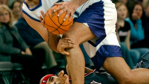 <p>               FILE - In this Nov. 30, 2003, file photo, Sacramento Kings center Vlade Divac, top, fights to keep his balance after New Jersey Nets forward Kenyon Marton tried to steal the ball during the second half of an NBA basketball game in Sacramento, Calif. NBA stars Vlade Divac, Sidney Moncrief and Jack Sikma are the headliners of the 2019 class for the Basketball Hall of Fame. The honorees were announced Saturday, April 6, 2019, in Minneapolis before the Final Four.  (AP Photo/Steve Yeater, File)             </p>
