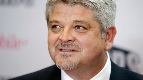 <p>               FILE - In this Wednesday, June 21, 2017, file photo, Edmonton Oilers coach Todd McLellan poses before the NHL Awards, in Las Vegas. On Tuesday, April 16, 2019, the Los Angeles Kings announced they have hired McLellan as their new head coach. The former Sharks and Oilers coach replaces Willie Desjardins. (AP Photo/John Locher, File)             </p>