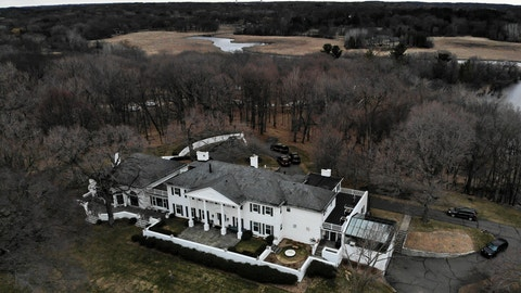 <p>               This aerial photo shows Irwin Jacobs home in Orono, Minn., Wednesday, April 20, 2019. Authorities are investigating the deaths of two people found at the Lake Minnetonka mansion of Irwin Jacobs, a prominent Minnesota businessman who once owned a minority share in the Minnesota Vikings NFL team. (Aaron Lavinsky/Star Tribune via AP)             </p>