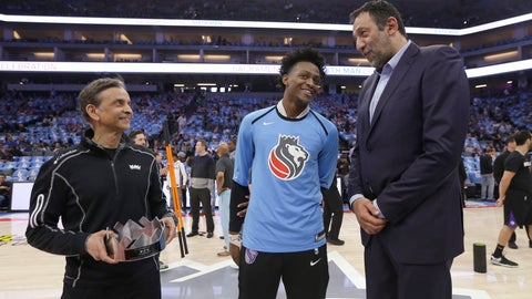 <p>               In this photo taken Sunday April 7, 2019, Sacramento Kings owner Vivek Ranadive, left, Kings guard De'Aaron Fox, center, and General Manger Vlade Divac, right, talk before the Kings play the New Orleans Pelicans in an NBA basketball game, in Sacramento, Calif. The Kings announced that they have extended the contract of Divac through the 2022-23 season, Thursday, April 11, 2019. Divac, who played six seasons with the Kings, was recently named to the Naismith Memorial Basketball Hall Of Fame, and will be inducted in September as a member of the Class of 2019. (AP Photo/Rich Pedroncelli)             </p>
