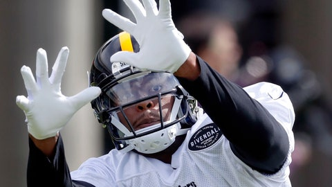 <p>               Pittsburgh Steelers wide receiver JuJu Smith-Schuster (19) makes a catch in drills during an NFL football practice, Tuesday, May 21, 2019, in Pittsburgh. (AP Photo/Keith Srakocic)             </p>