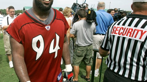 <p>               FILE - In this July 27, 2007, file photo, Tampa Bay Buccaneers defensive end Greg Spires walks off the practice field after the morning session at NFL football training camp in Lake Buena Vista, Fla. Authorities in New Hampshire say Spire, a former player for the pro football player, has been arrested in the state's capital city for violating a protective order. (AP Photo/John Raoux, File)             </p>