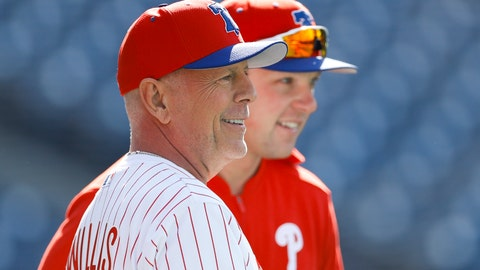 <p>               Actor Bruce Willis talks with Philadelphia Phillies' Rhys Hoskins during batting practice before a baseball game against the Milwaukee Brewers, Wednesday, May 15, 2019, in Philadelphia. (AP Photo/Matt Slocum)             </p>