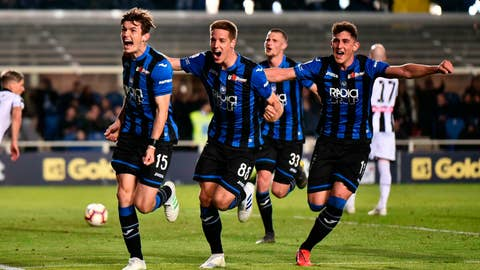 <p>               Atalanta's Marten De Roon, left, celebrates with his teammates after scoring from the penalty spot his side's opening goal during the Serie A soccer match between Atalanta and Udinese at the Atleti Azzurri d'Italia stadium in Bergamo, Italy,  Monday, April 29, 2019. (Paolo Magni /ANSA via AP)             </p>