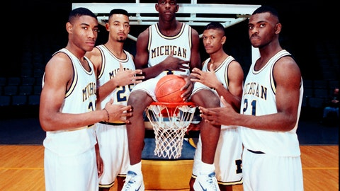 <p>               FILE - In this November 1991 file photo, Michigan's Fab Five, from left, Jimmy King, Juwan Howard, Chris Webber, Jalen Rose and Ray Jackson pose in Ann Arbor, Mich. Howard is coming back to Michigan. The former member of the Fab Five agreed to a five-year deal, which will pay him $2 million in his first year, on Wednesday, May 22, 2019, to lead the Wolverines. (AP Photo, File)             </p>