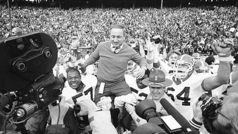 <p>               FILE - In this Jan. 2, 1984, file photo, Georgia coach Vince Dooley is carried off the field after Georgia beat Texas 10-9 in the Cotton Bowl in Dallas. Georgia is planning to honor Hall of Fame former coach Vince Dooley by naming the field at Sanford Stadium in his honor. A ceremony has been planned for Georgia's 2019 opening game on Sept. 7 against Murray State to dedicate Dooley Field at Sanford Stadium. (AP Photo/Paul Moseley, File)             </p>