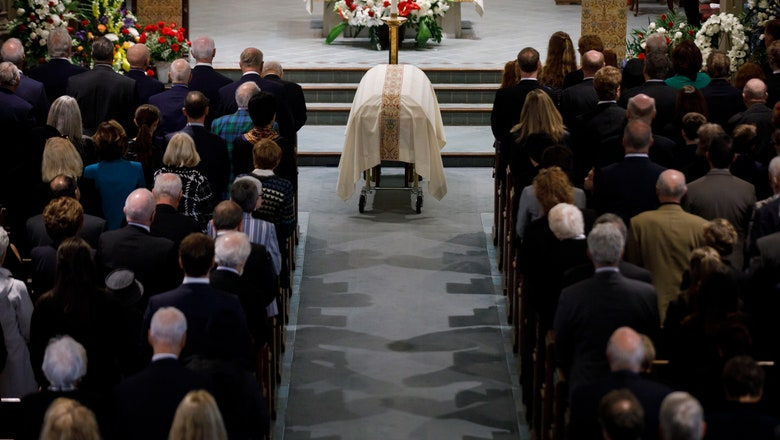 Hockey luminaries attend Red Kelly's funeral in Toronto
