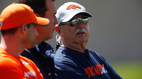 <p>               FILE - In this Tuesday, May 22, 2018, file photo, Denver Broncos head trainer Steve Antonopulos looks on as players work out during an NFL football minicamp session at the team's headquarters in Englewood, Colo. The Broncos announced Tuesday, May 28, 2019, that Antonopulos will be presenting team owner Pat Bowlen during his NFL Hall of Fame induction ceremony this summer. (AP Photo/David Zalubowski, File)             </p>