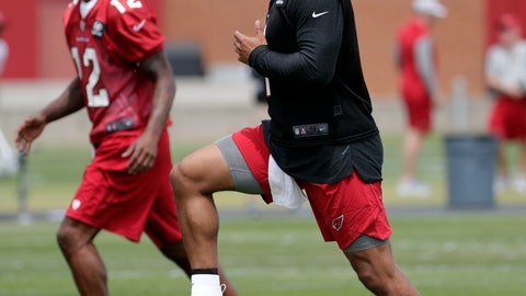 <p>               Arizona Cardinals' quarterback Kyler Murray works out during an NFL football rookies camp, Friday, May 10, 2019, at the team's' training facility in Tempe, Ariz. (AP Photo/Matt York)             </p>