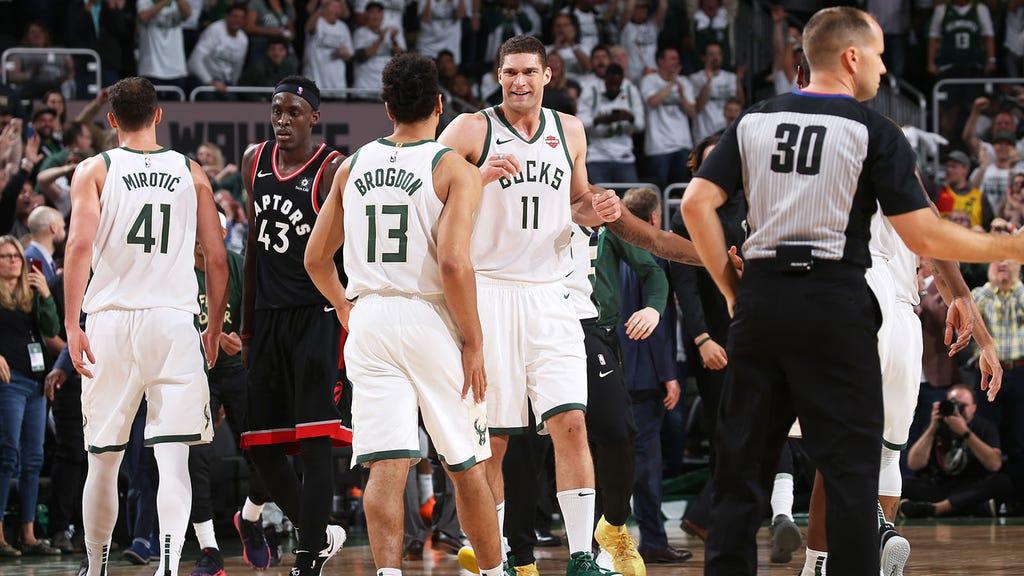 Milwaukee Bucks đã xịn xò từ rất lâu, chỉ là họ cần NBA Playoffs đễ có đất diễn mà thôi