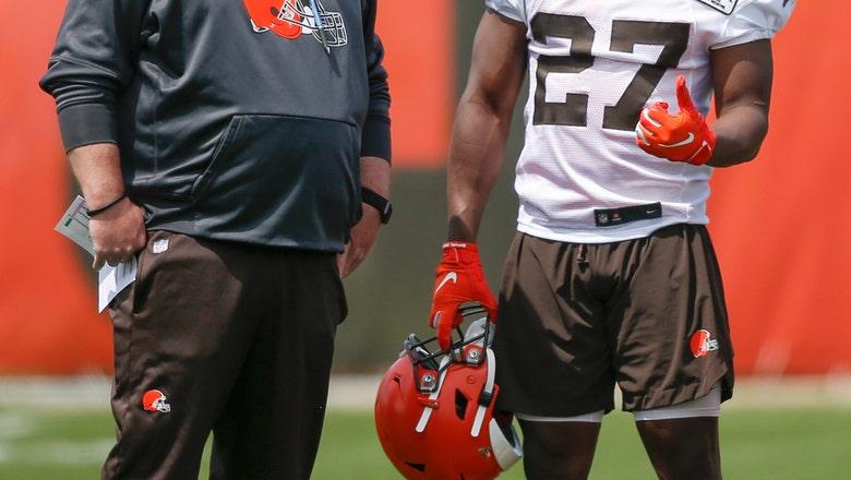 Browns coach Kitchens surprises Kareem Hunt at his baptism