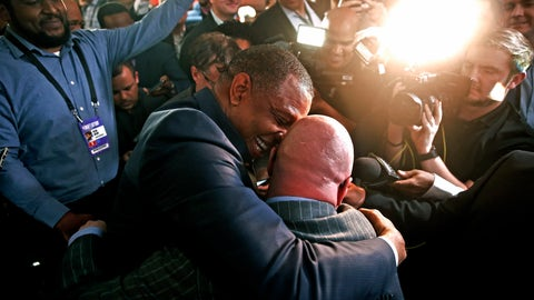 <p>               David Griffin, New Orleans Pelicans Executive Vice President of Basketball Operations, gets a hug from head coach Alvin Gentry after it was announced that their team had won the first pick during the NBA basketball draft lottery Tuesday, May 14, 2019, in Chicago. (AP Photo/Nuccio DiNuzzo)             </p>