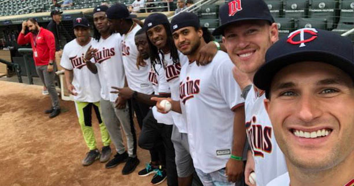 ba6f32090d310 Top Tweets  Vikings players toe the rubber at Target Field