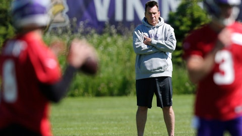 <p>               Minnesota Vikings assistant head coach and offensive advisor Gary Kubiak watches quarterbacks during drills at the team's NFL football training facility in Eagan, Minn., Thursday, June 13, 2019. (AP Photo/Andy Clayton- King)             </p>