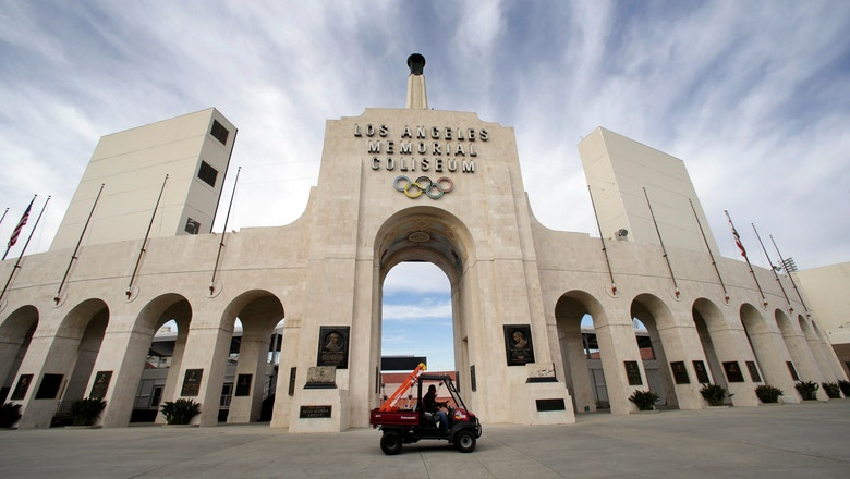 United Airlines, USC agree to modify LA Coliseum naming deal