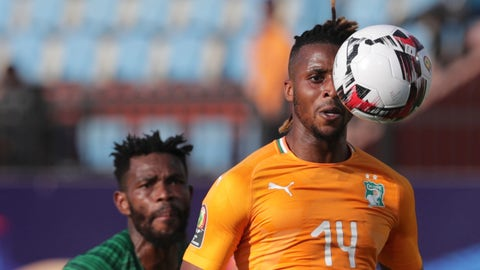 <p>               Ivory Coast's Jonathan Kodjia, right, goes for the ball past South Africa's Thulani Hlatshwayo during the African Cup of Nations group D soccer match between Ivory Coast and South Africa in Al Salam Stadium in Cairo, Egypt, Monday, June 24, 2019. (AP Photo/Hassan Ammar)             </p>