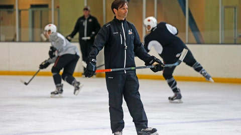 <p>               FILE - In this Oct. 8, 2015, file photo, San Diego Gulls coach Dallas Eakins watches during hockey practice in San Diego. Dallas Eakins is the Anaheim Ducks' new coach. The Ducks announced the move Monday, June 17, 2019, filling the NHL's last head coaching vacancy with the veteran coach of their AHL affiliate in San Diego. (AP Photo/Lenny Ignelzi, File)             </p>