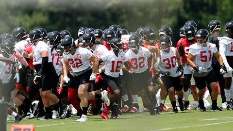 <p>               Atlanta Falcons break a huddle during their NFL football practice Tuesday, June 11, 2019, in Flowery Branch, Ga. (AP Photo/John Bazemore)             </p>