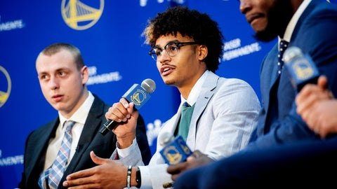 <p>               Golden State Warriors NBA basketball draft pick Jordan Poole, center, speaks with reporters on Monday, June 24, 2019, in Oakland, Calif. Fellow incoming Warriors Alen Smailagic, left, and Eric Paschall, right, flank Poole. (AP Photo/Noah Berger)             </p>