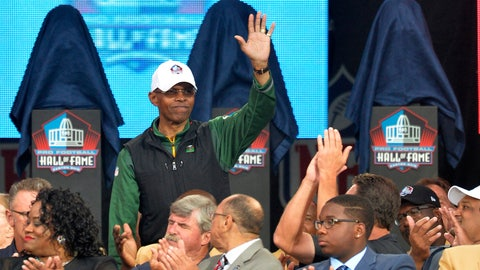 <p>               FILE - In this Aug. 2, 2014, file photo,  Gale Sayers is introduced during the Pro Football Hall of Fame enshrinement ceremony in Canton, Ohio. Six Hall of Famers and 230 past and present players and coaches were on hand as the Bears kicked off their 100th anniversary celebration weekend on Friday, June 7, 2019. And when Sayers was wheeled onto the stage, the roar from the crowd could have drowned out the jets nearby at O'Hare International Airport. Weakened by dementia diagnosed five years ago, Sayers still made the 130-mile trip from his home in Wakarusa, Ind. (AP Photo/David Richard, File)             </p>