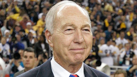 <p>               FILE - In this Feb. 5, 2006, file photo, former Green Bay Packers' Bart Starr carries in the Vince Lombardi Trophy following the Super Bowl XL football game between the Seattle Seahawks and Pittsburgh Steelers, in Detroit. The Steelers won, 21-10. Bart Starr, the Green Bay Packers quarterback and catalyst of Vince Lombardi's powerhouse teams of the 1960s, has died. He was 85. The Packers announced Sunday, May 26, 2019, that Starr had died, citing his family. He had been in failing health since suffering a serious stroke in 2014. (AP Photo/Michael Conroy, File)             </p>
