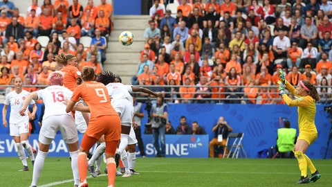 (l-r) Sophie Schmidt of Canada women, Vivianne Miedema of Netherlands women, Anouk Dekker of Netherlands women, Kadeisha Buchanan of Canada women, goalkeeper Stephanie Labbe of Canada women during the FIFA Women's World Cup France 2019 group E match between The Netherlands and Canada at Stade Auguste-Delaune on June 20, 2019 in Reims, France(Photo by VI Images via Getty Images)