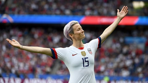 United States' forward Megan Rapinoe celebrates scoring his team's first goal during the France 2019 Women's World Cup quarter-final football match between France and United States, on June 28, 2019, at the Parc des Princes stadium in Paris. (Photo by FRANCK FIFE / AFP)        (Photo credit should read FRANCK FIFE/AFP/Getty Images)
