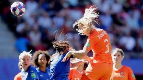 VALENCIENNES, FRANCE - JUNE 29: Stefanie van der Gragt of Holland Women scores 0-2 during the  World Cup Women  match between Italy  v Holland  at the Stade du Hainaut on June 29, 2019 in Valenciennes France (Photo by Rico Brouwer/Soccrates/Getty Images)