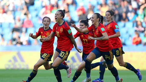 LE HAVRE, FRANCE - JUNE 08: Jennifer Hermoso of Spain celebrates with teammates after scoring her team's second goal during the 2019 FIFA Women's World Cup France group B match between Spain and South Africa at Stade Oceane on June 08, 2019 in Le Havre, France. (Photo by Matthew Lewis - FIFA/FIFA via Getty Images)