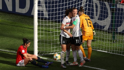 VALENCIENNES, FRANCE - JUNE 12: Sara Daebritz of Germany celebrates with teammates after scoring her team's first goal during the 2019 FIFA Women's World Cup France group B match between Germany and Spain at Stade du Hainaut on June 12, 2019 in Valenciennes, France. (Photo by Robert Cianflone/Getty Images)