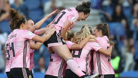 PARIS, FRANCE - JUNE 19: Kim Little of Scotland celebrates with teammates after scoring her team's first goal during the 2019 FIFA Women's World Cup France group D match between Scotland and Argentina at Parc des Princes on June 19, 2019 in Paris, France. (Photo by Catherine Ivill - FIFA/FIFA via Getty Images)