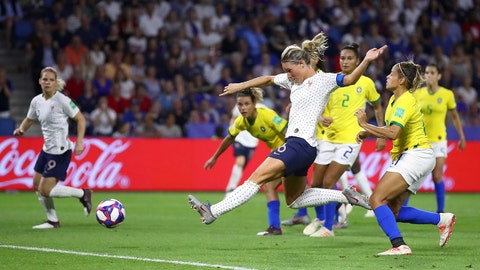 LE HAVRE, FRANCE - JUNE 23: Amandine Henry of France scores her team's second goal during the 2019 FIFA Women's World Cup France Round Of 16 match between France and Brazil at Stade Oceane on June 23, 2019 in Le Havre, France. (Photo by Alex Grimm/Getty Images)