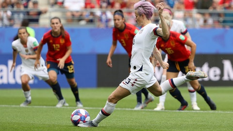 REIMS, FRANCE - JUNE 24: Megan Rapinoe of the USA scores her sides first goal from the penalty spot during the 2019 FIFA Women's World Cup France Round Of 16 match between Spain and USA at Stade Auguste Delaune on June 24, 2019 in Reims, France. (Photo by Robert Cianflone/Getty Images)
