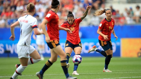 REIMS, FRANCE - JUNE 24: Jennifer Hermoso of Spain scores her sides first goal during the 2019 FIFA Women's World Cup France Round Of 16 match between Spain and USA at Stade Auguste Delaune on June 24, 2019 in Reims, France. (Photo by Marc Atkins/Getty Images)