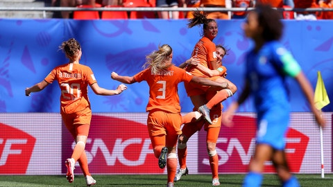 VALENCIENNES, FRANCE - JUNE 29: Vivianne Miedema of the Netherlands celebrates with teammates after scoring her team's first goal during the 2019 FIFA Women's World Cup France Quarter Final match between Italy and Netherlands at Stade du Hainaut on June 29, 2019 in Valenciennes, France. (Photo by Maddie Meyer - FIFA/FIFA via Getty Images)